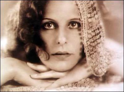 Leni, actress