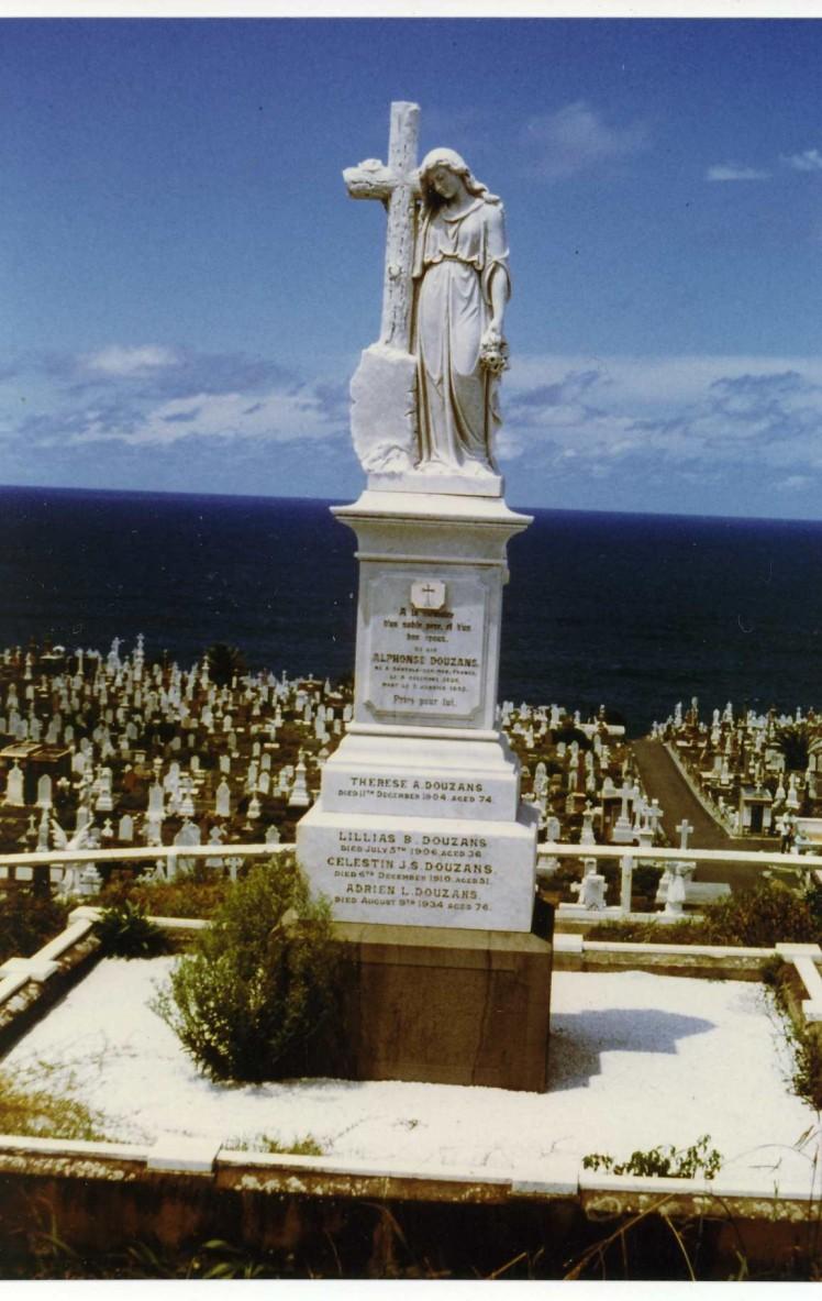 Douzans monument