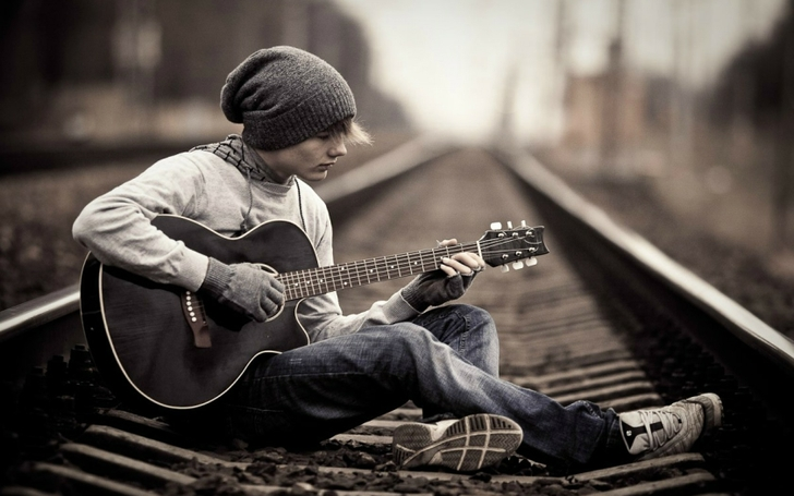 3 music alone trains guitars