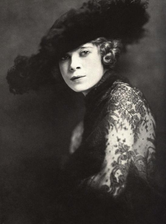 3 Mae West 1