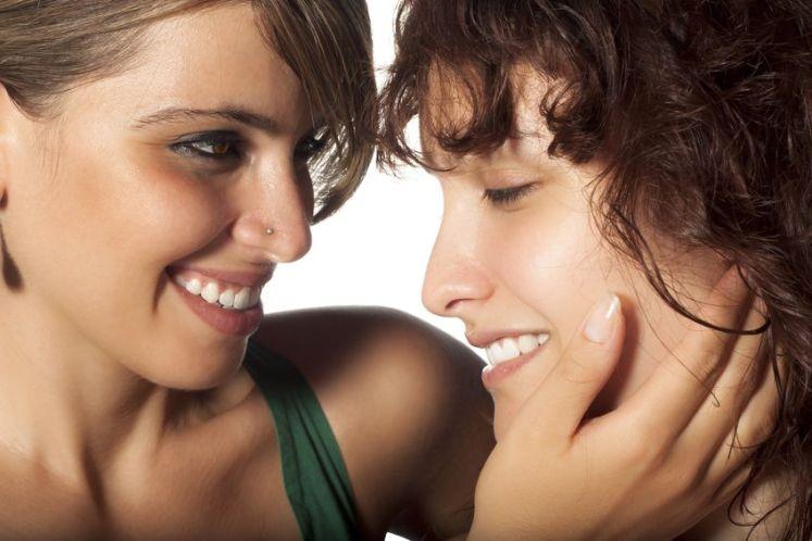 10 Lesbian Couple