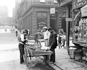 4 Clam seller in Mulberry Bend, New York City, 1900