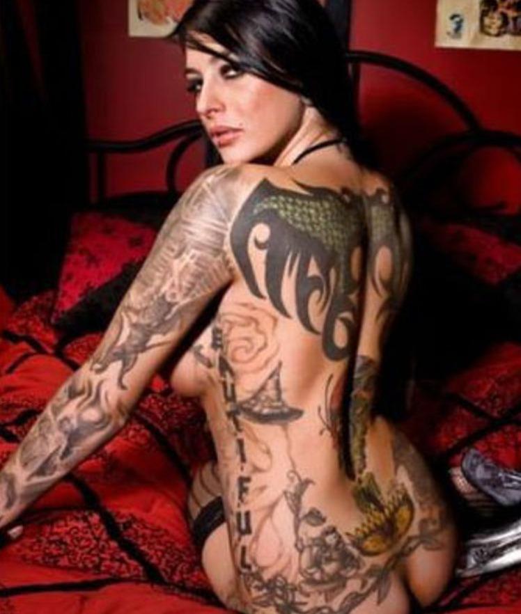 7b female tattoo