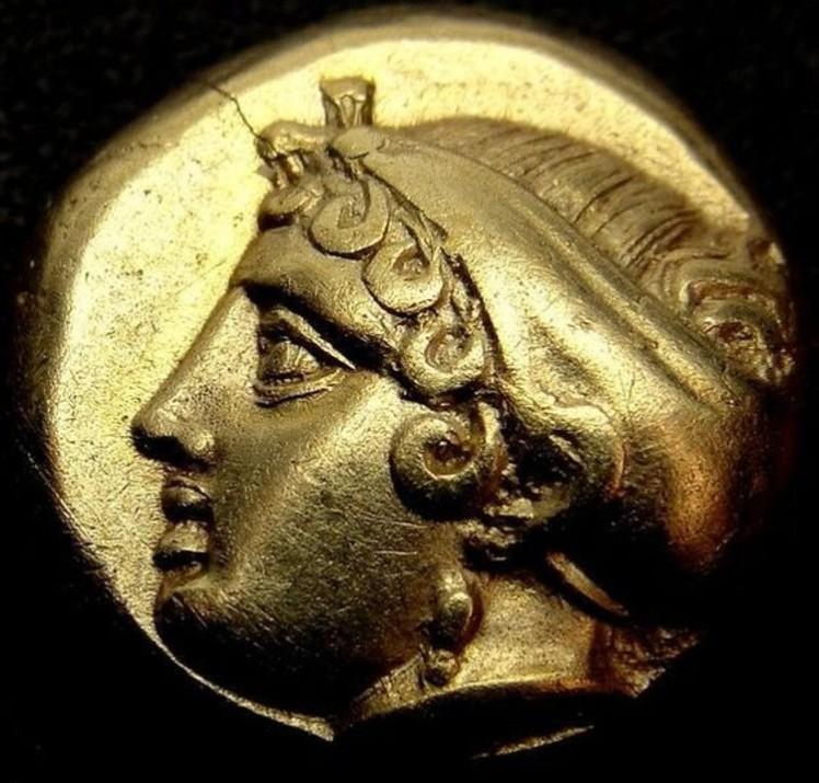 7 Sappho on gold coin of Phokaia